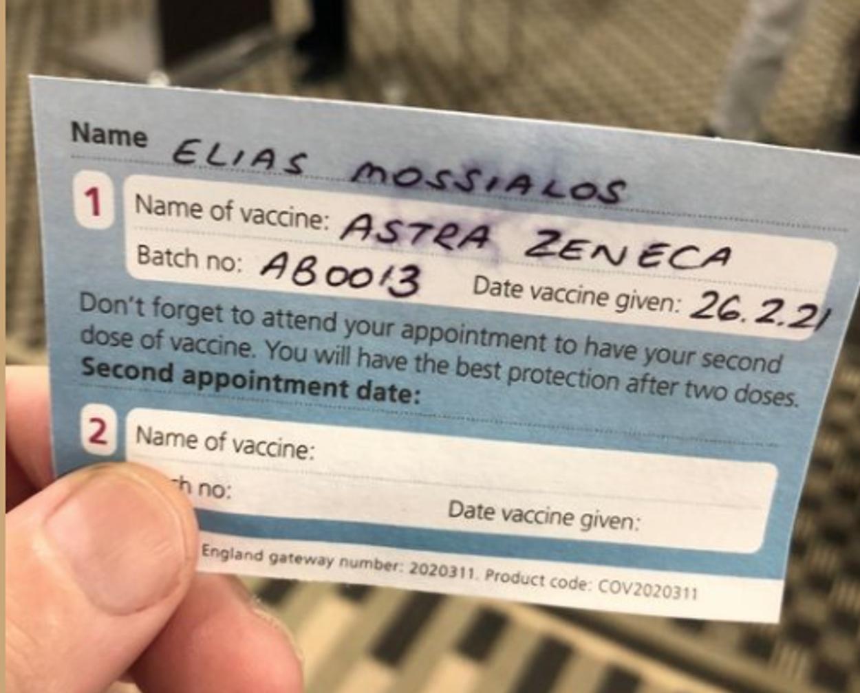 Εμβολιάστηκε ο Ηλίας Μόσιαλος και μοιράστηκε την χαρά του με όλους
