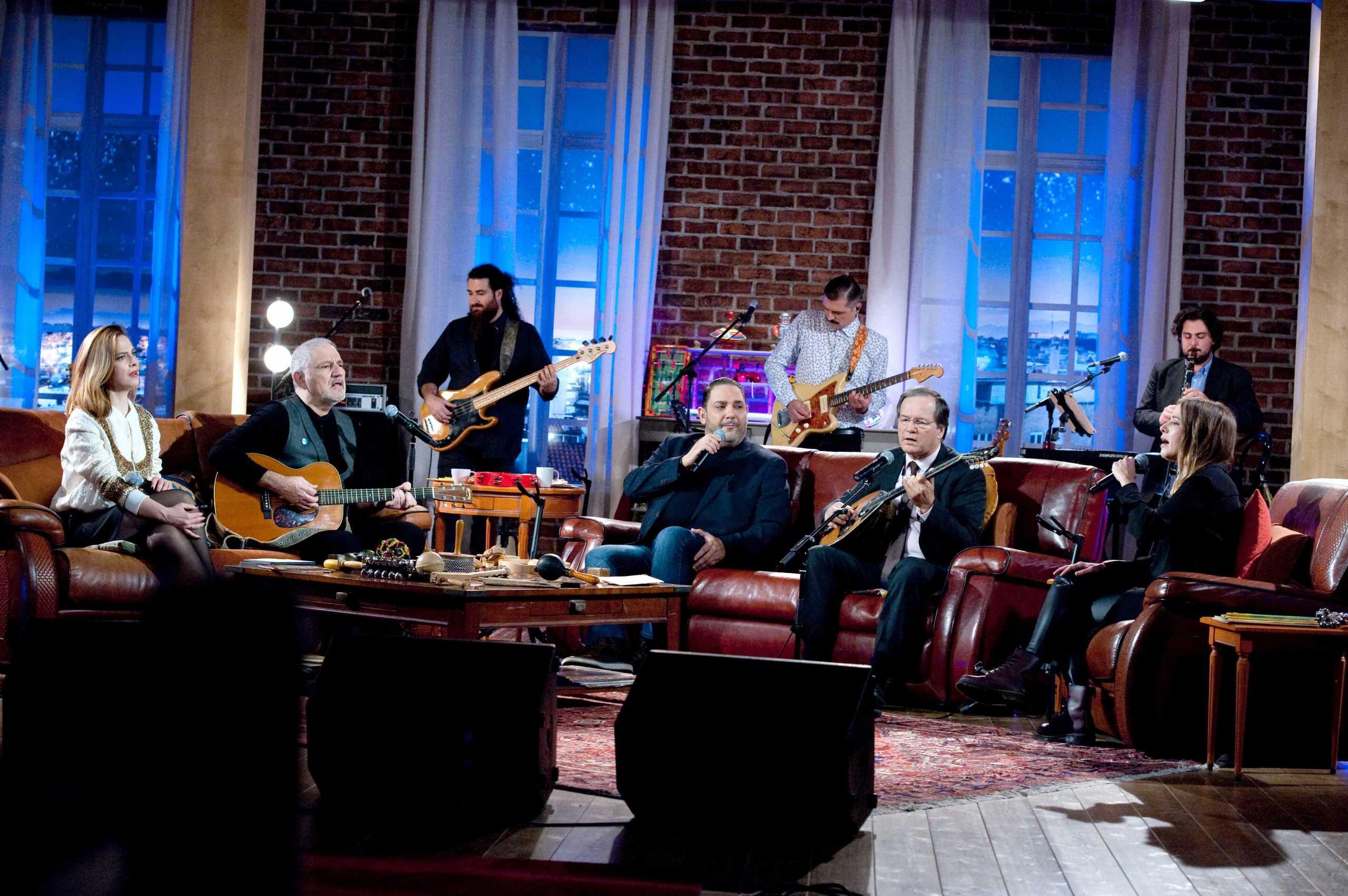 Χρήστος Νικολόπουλος, Στέλιος Διονυσίου και Ιουλία Καραπατάκη στο «Μουσικό Κουτί»