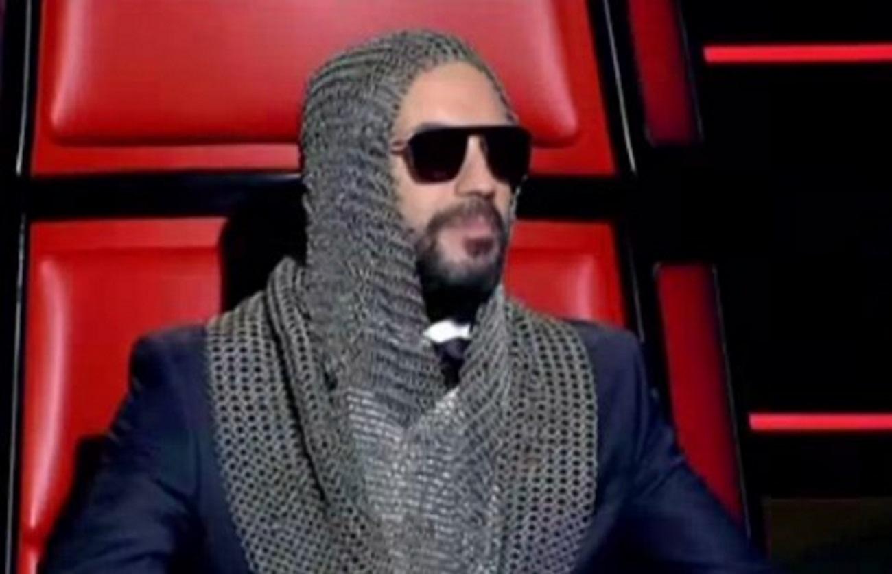 The Voice Τελικός: Η ανατρεπτική εμφάνιση του Πάνου Μουζουράκη σαν ιππότης