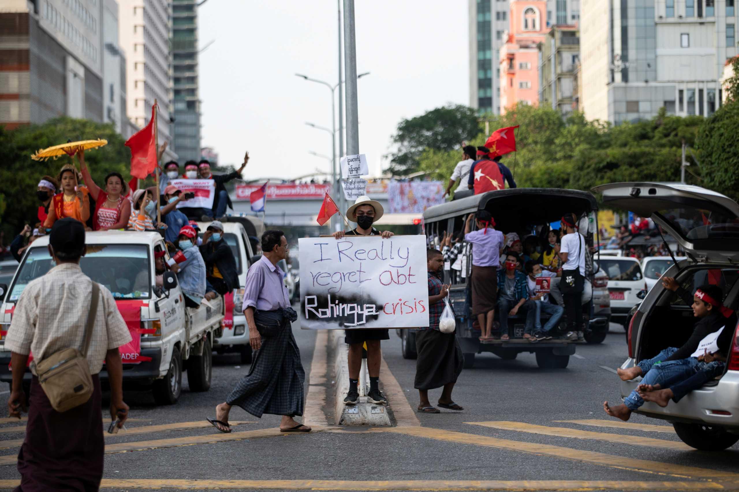 Μιανμάρ: Στους δρόμους χιλιάδες διαδηλωτές παρά τις απειλές και τις συλλήψεις από τους πραξικοπηματίες