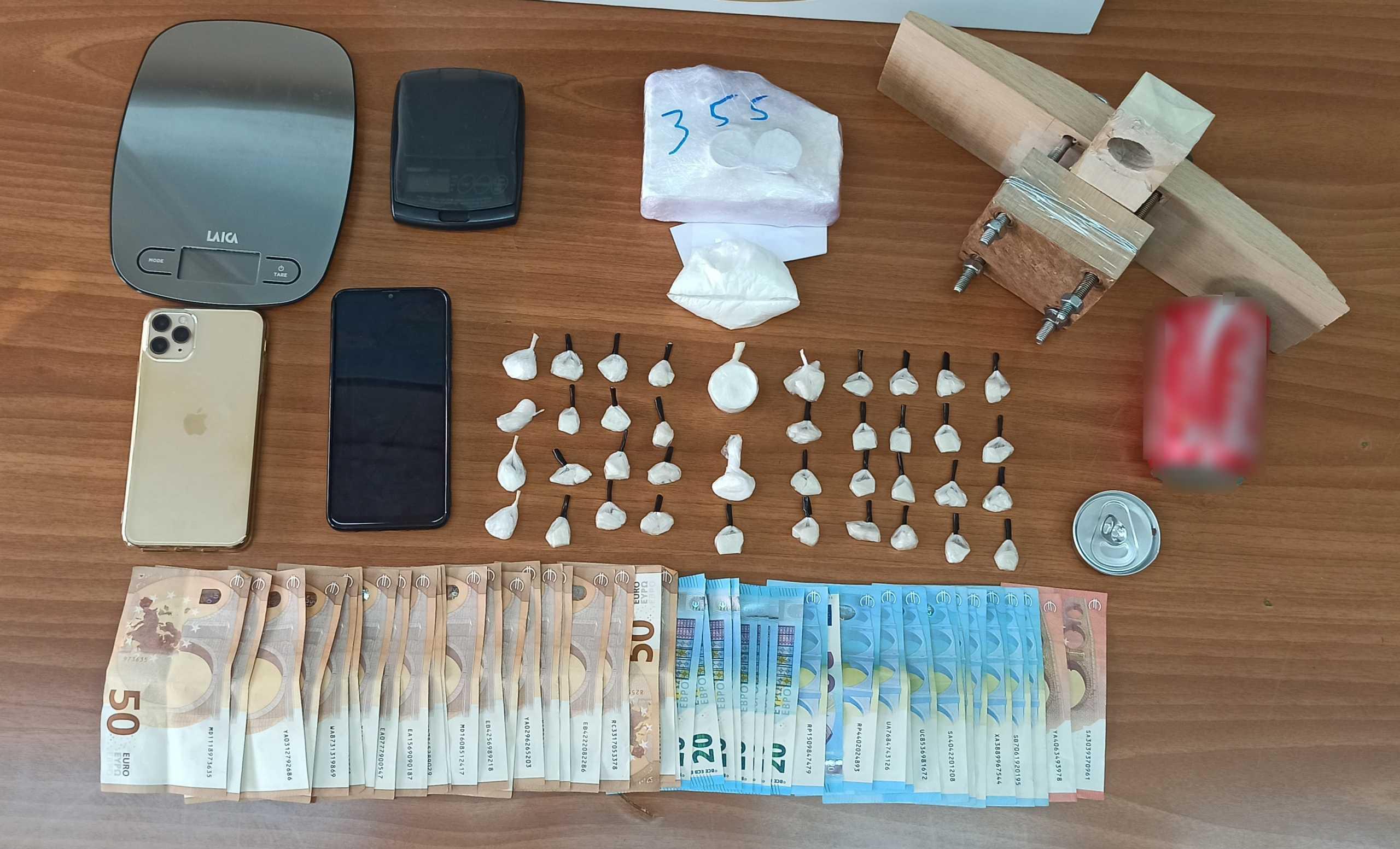 Άλιμος: Κάτω από το χειρόφρενο του αυτοκινήτου είχε κοκαΐνη – Δύο συλλήψεις