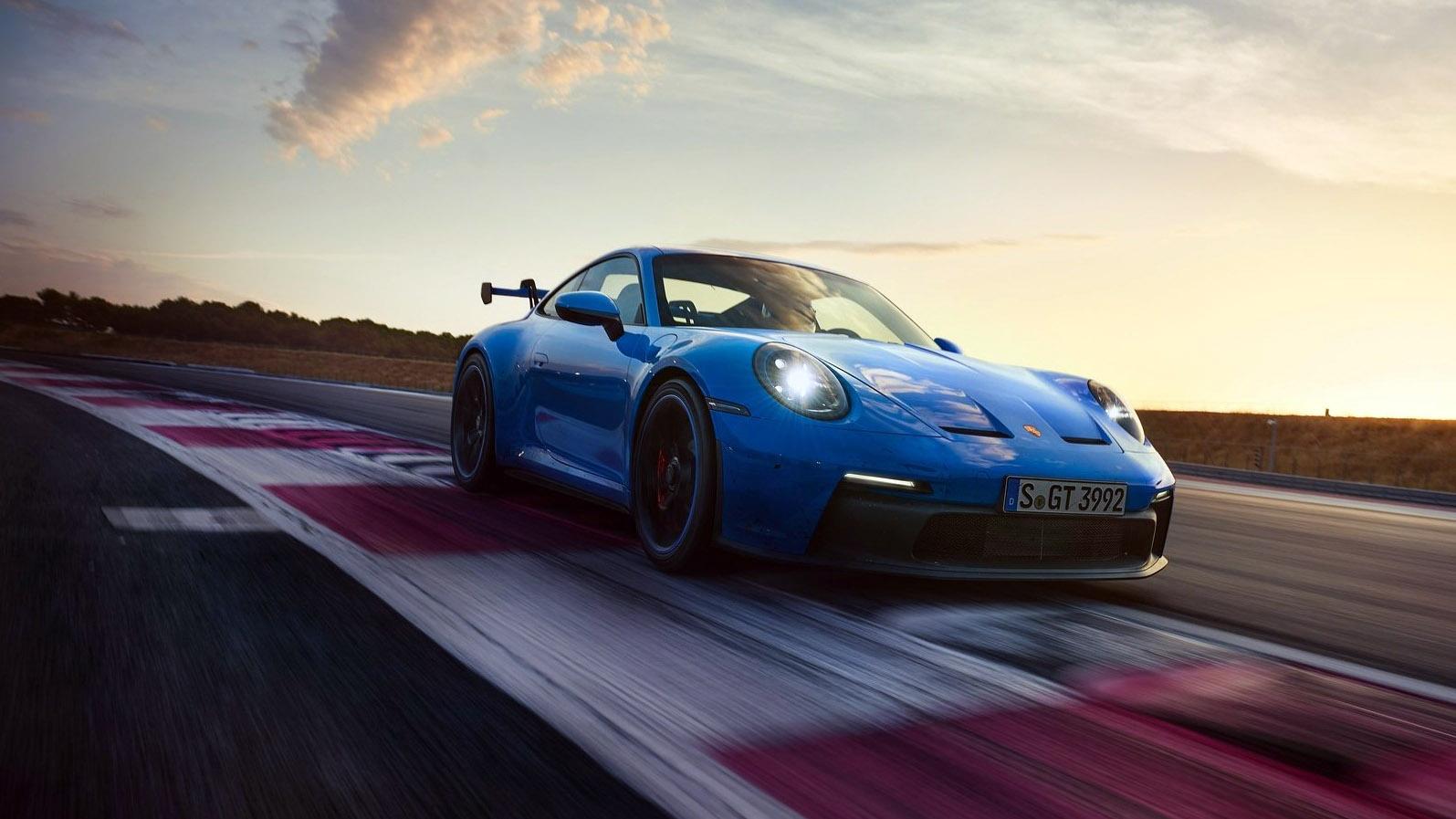 H Volkswagen θέλει να πουλήσει τις μετοχές της στην Porsche