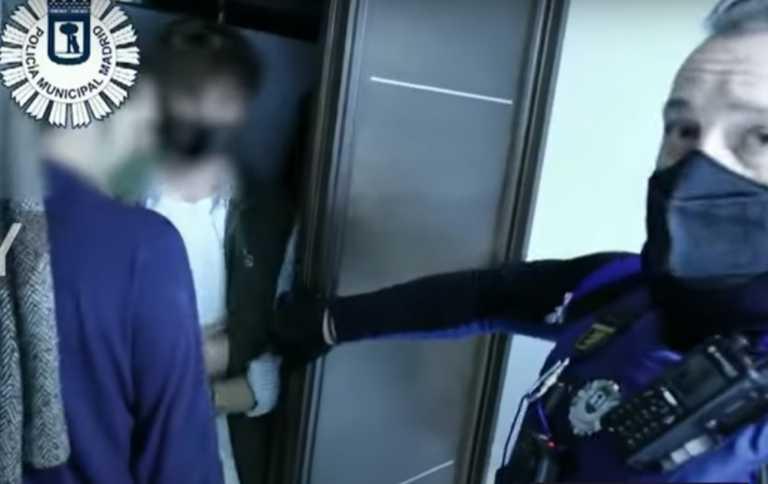 Μαδρίτη: Σε ντουλάπες και στρώματα κρύφτηκαν συμμετέχοντες σε κορονοπάρτι μετά από έφοδο της αστυνομίας