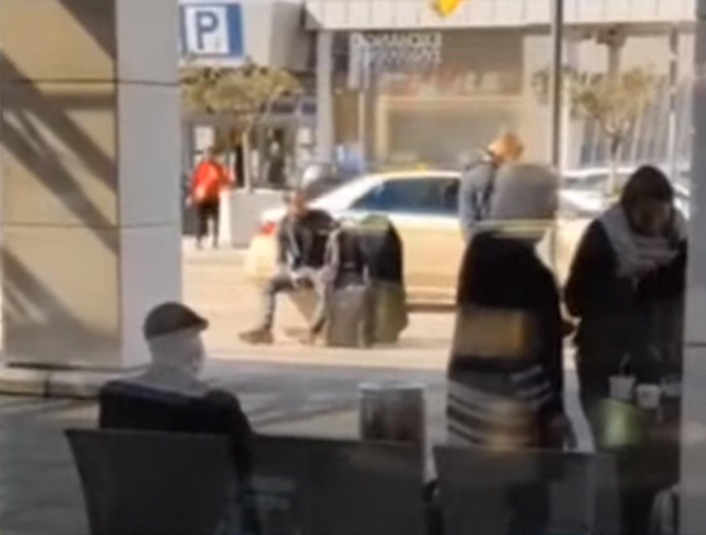 «Ελευθέριος Βενιζέλος»: Βίντεο από την δράση του «ομπρελάκια» – Πώς ξάφριζε επιβάτες