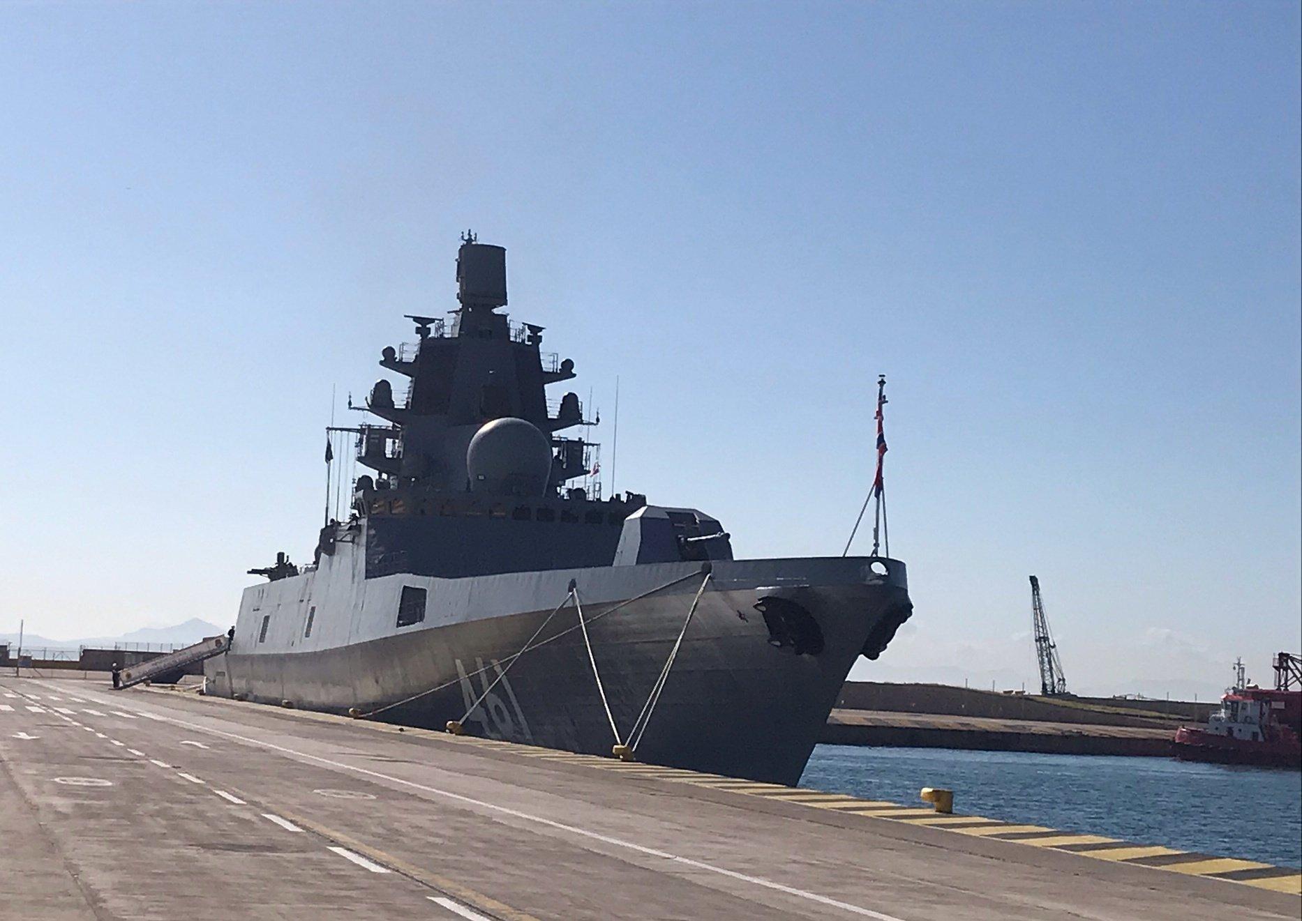 Κατέφθασε στον Πειραιά η ρωσική υπερσύγχρονη φρεγάτα «Admiral Kasatonov» [pics]