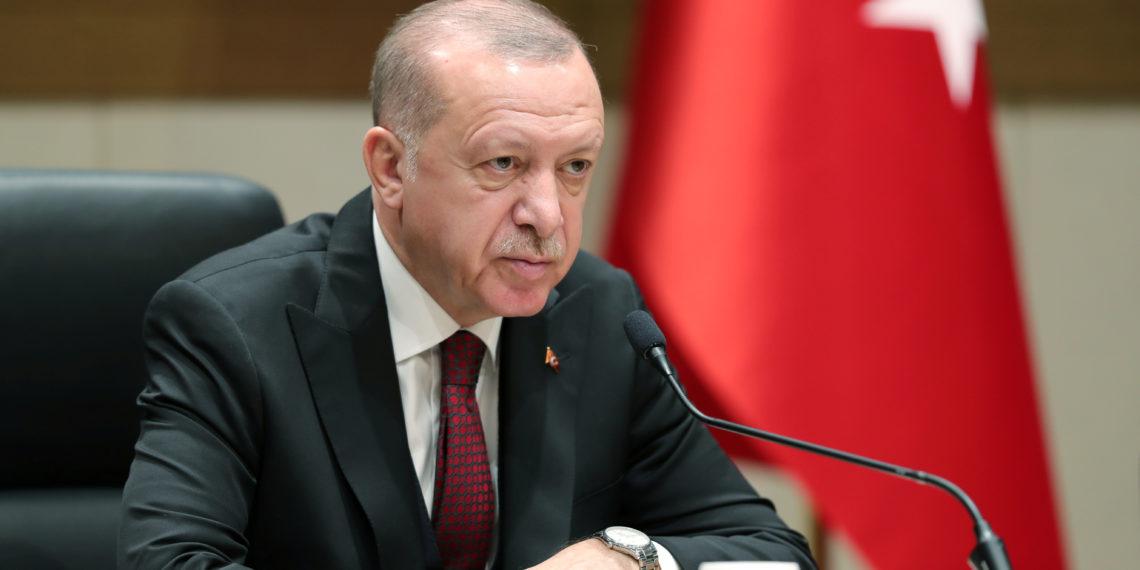 """Προκλητικός Ερντογάν: Απειλεί τους συνεργούς του PKK με το """"μάθημα της Σμύρνης"""" της Μικρασιατικής Καταστροφής!"""