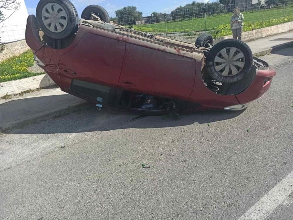 Δυνατή σύγκρουση και τουμπάρισμα αυτοκινήτου έξω από σχολείο στο Ρέθυμνο (pics)