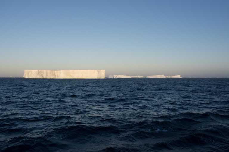 Ανταρκτική: Αποκολλήθηκε ένα τεράστιο παγόβουνο