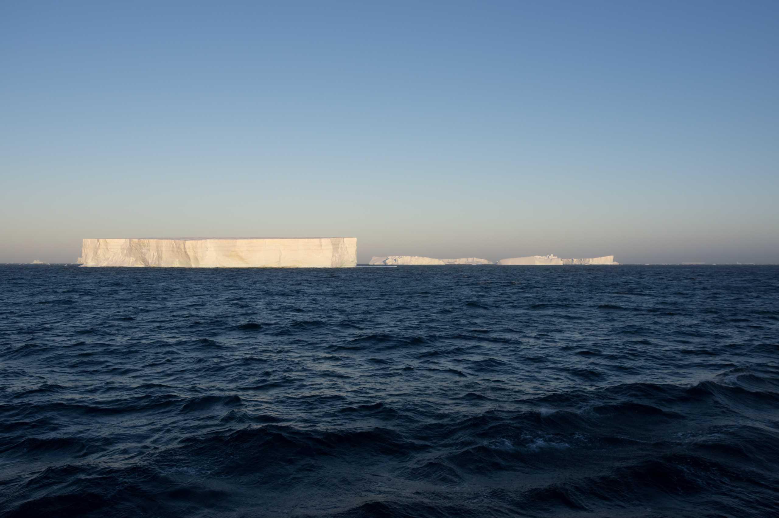 Ανταρκτική: Αποκολλήθηκε το μεγαλύτερο παγόβουνο στον κόσμο (pic)