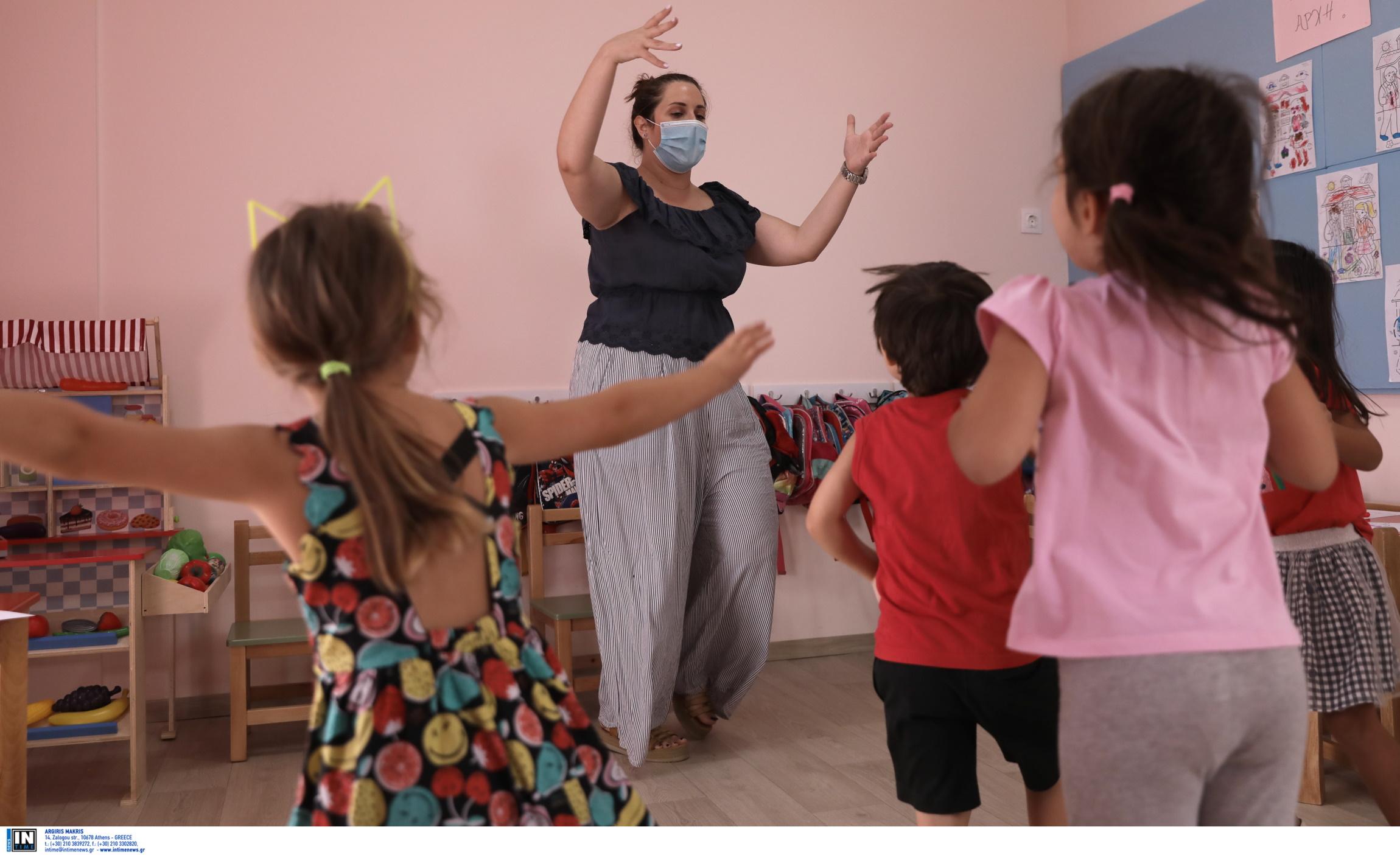 κορονοϊός παιδιά μάσκα AstraZeneca