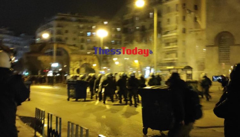 Θεσσαλονίκη: Επεισόδια στο πανεκπαιδευτικό συλλαλητήριο (pics, video)