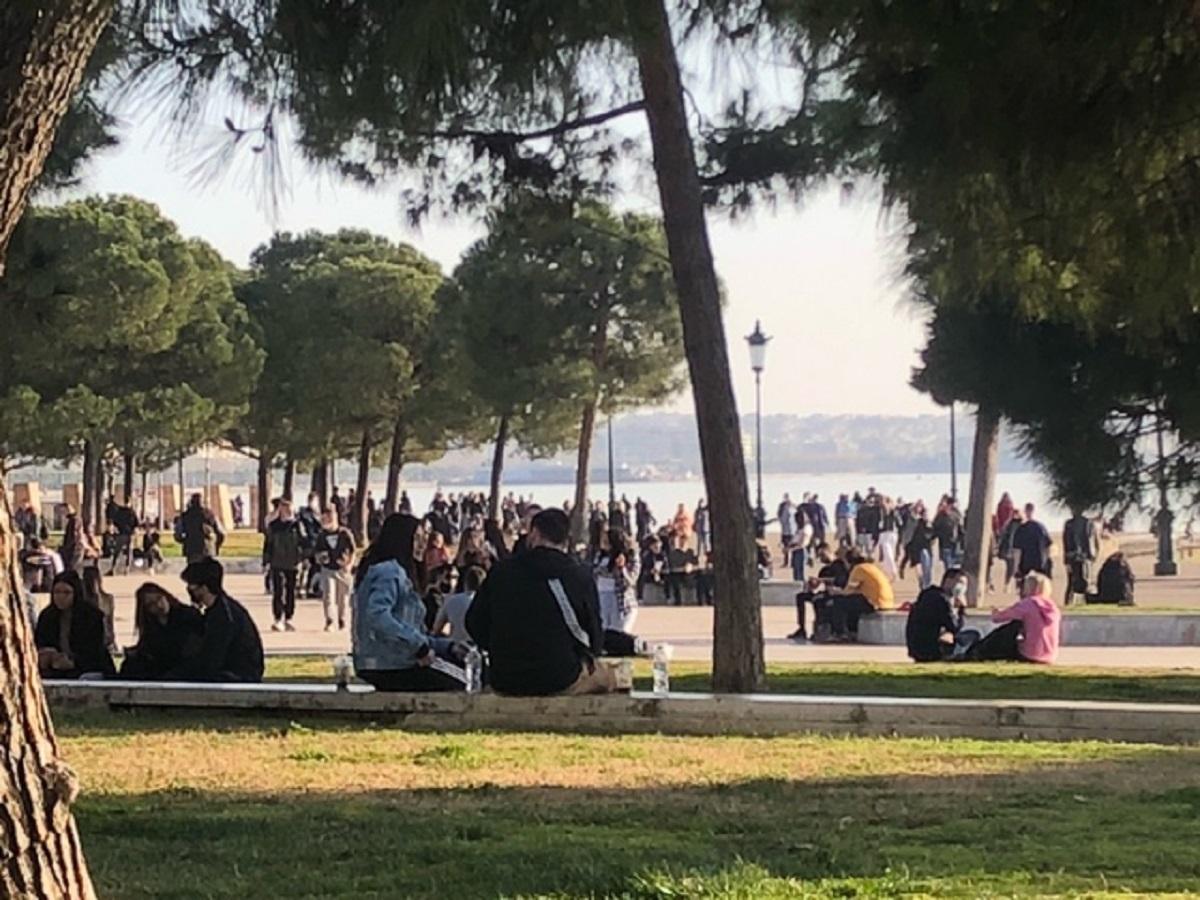 Χαμός και συνωστισμός στην παραλία της Θεσσαλονίκης (pics)