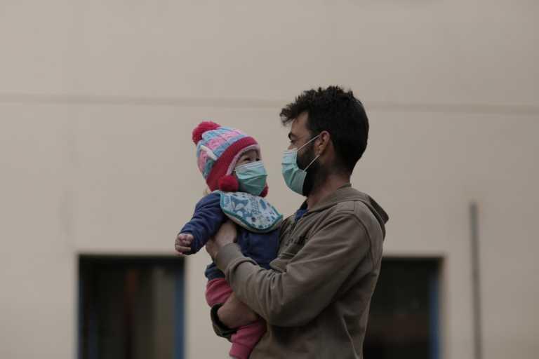 Κορονοϊός: Γιατί αυξάνονται οι εισαγωγές παιδιών με Covid-19 στα νοσοκομεία