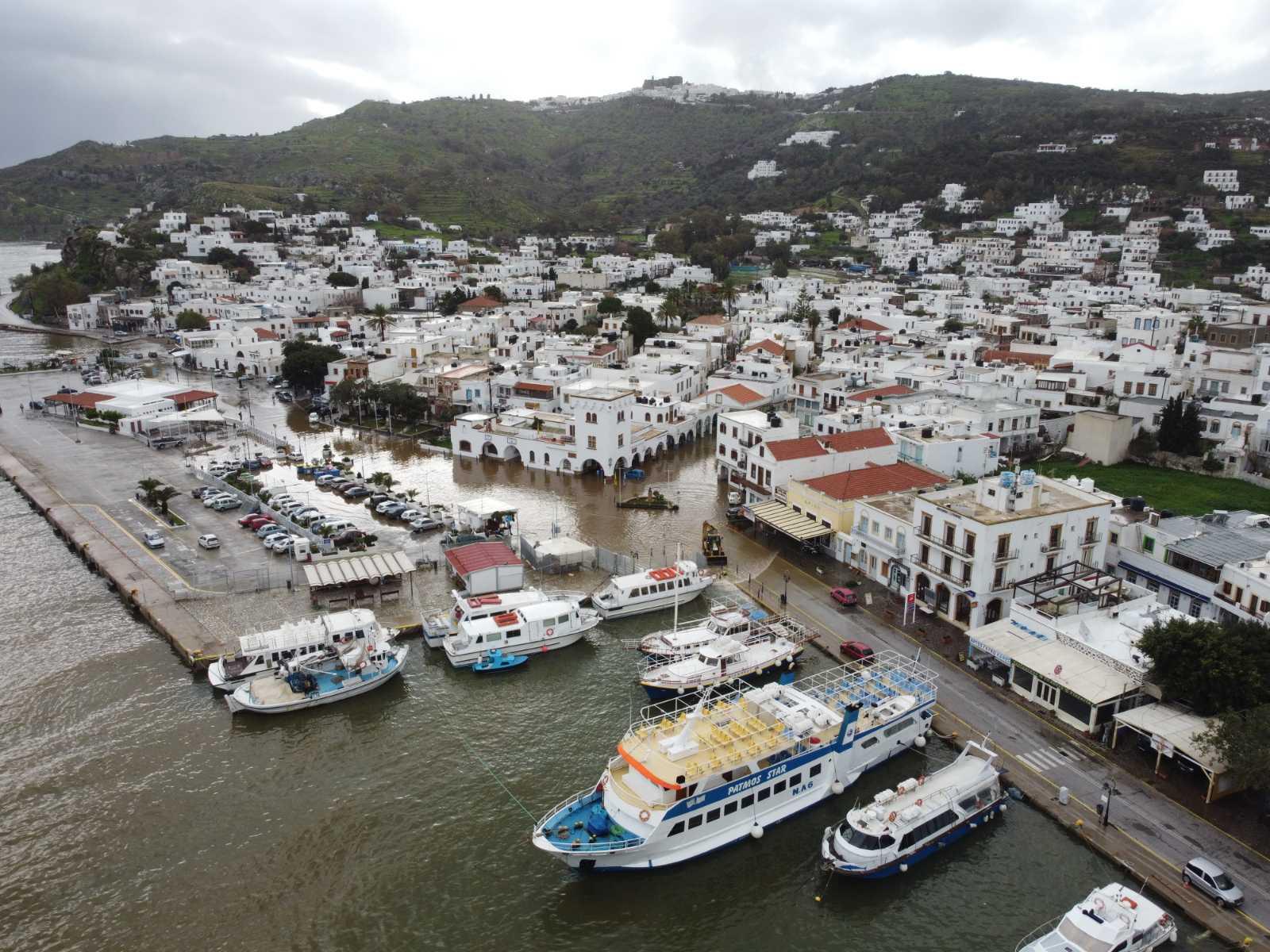 Πάτμος: Σε κατάσταση έκτακτης ανάγκης για 6 μήνες – Πρωτοφανείς καταστροφές στο νησί (pics)