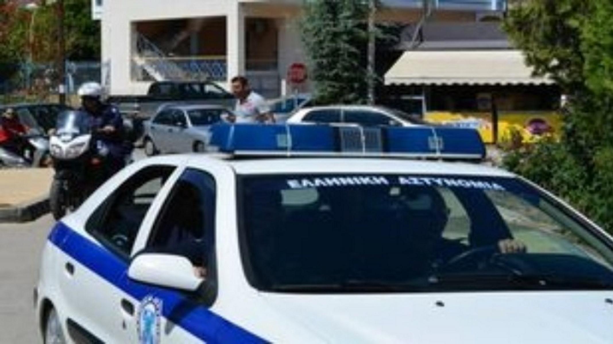 Καταδίωξη στην Πάτρα: Oδηγός πέταγε ναρκωτικά από το παράθυρο για να μη συλληφθεί