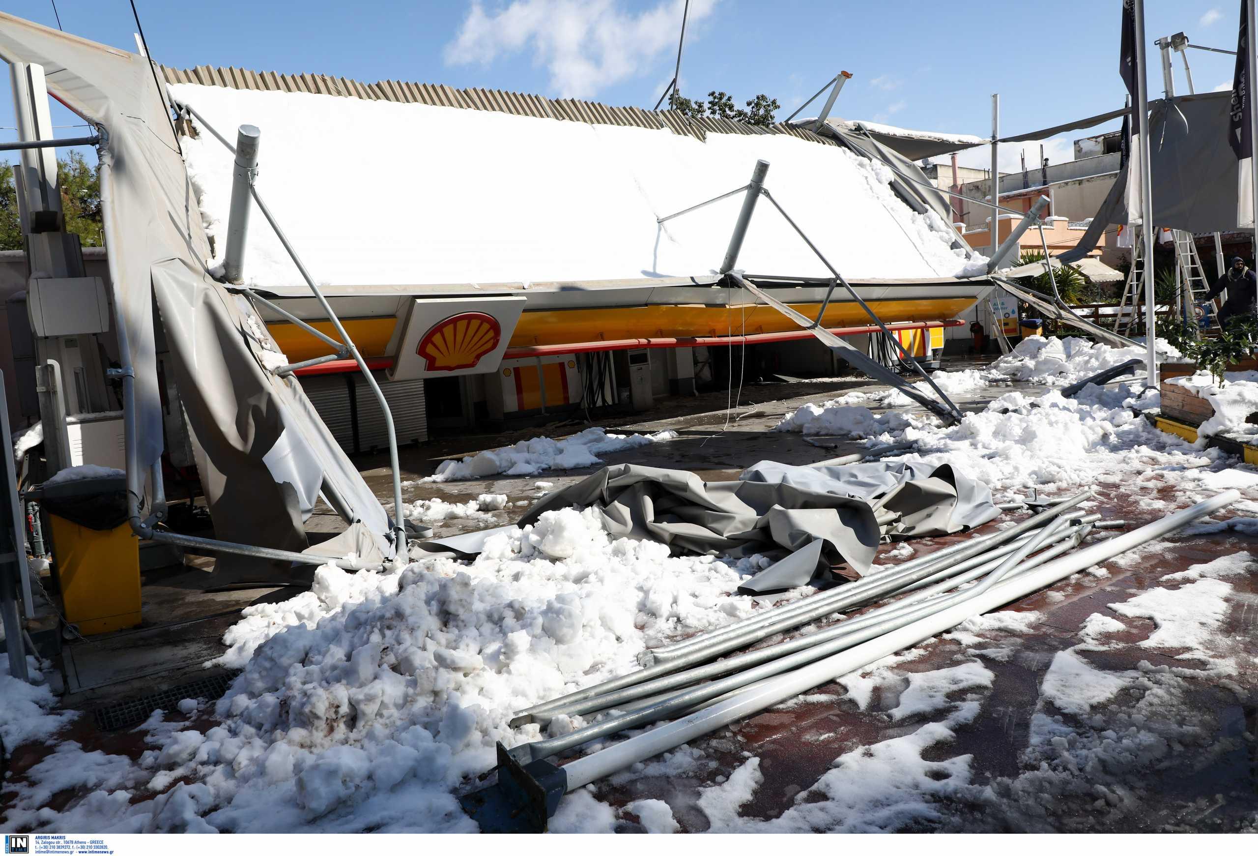 Χαϊδάρι: Κατέρρευσε από το χιόνι στέγαστρο βενζινάδικου