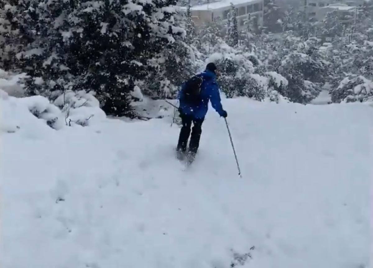 Σκι στο λόφο της Φιλοθέης έκανε ο πρέσβης της Νορβηγίας (video)