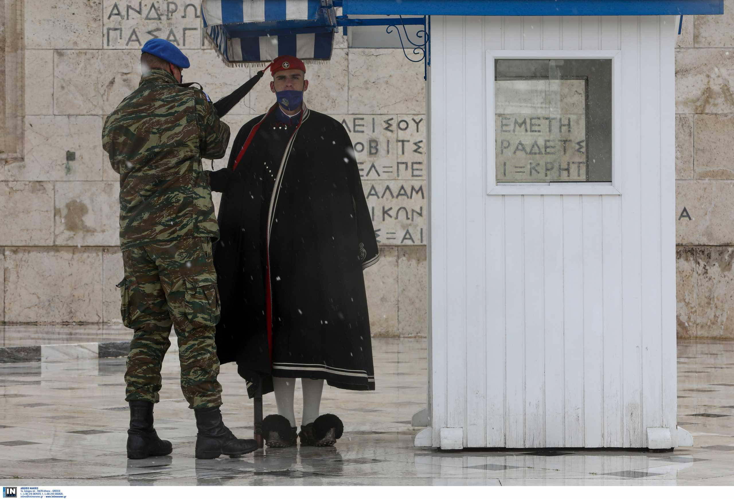 Η παγωνιά δεν «πιάνει» την Προεδρική Φρουρά: Απίστευτα πλάνα από τους Έλληνες στρατιώτες [pics]