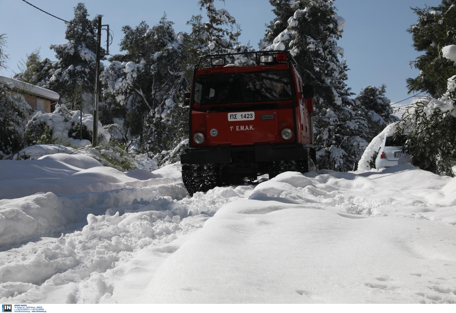 Καιρός – Πυροσβεστικό Σώμα: 2.776 κλήσεις για βοήθεια στη διάρκεια του χιονιά (pics)