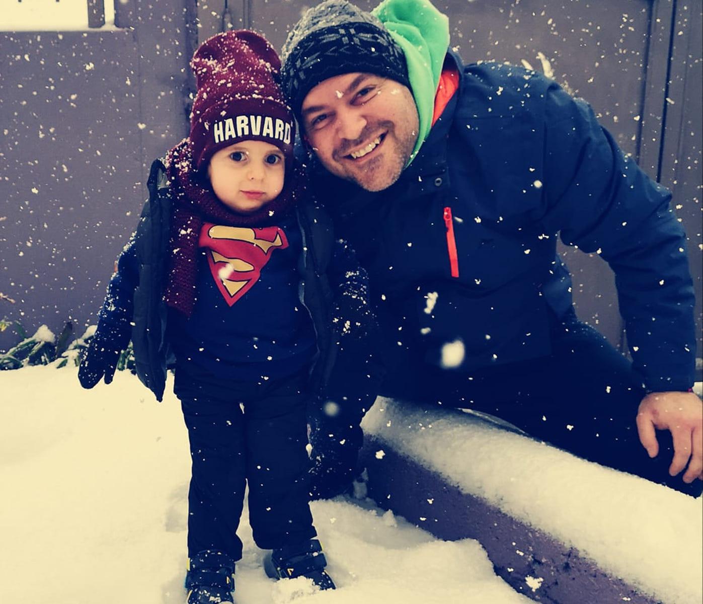 Η πρώτη βόλτα του μικρού Παναγιώτη Ραφαήλ στα χιόνια – Συγκλονίζει το μήνυμα των γονιών του