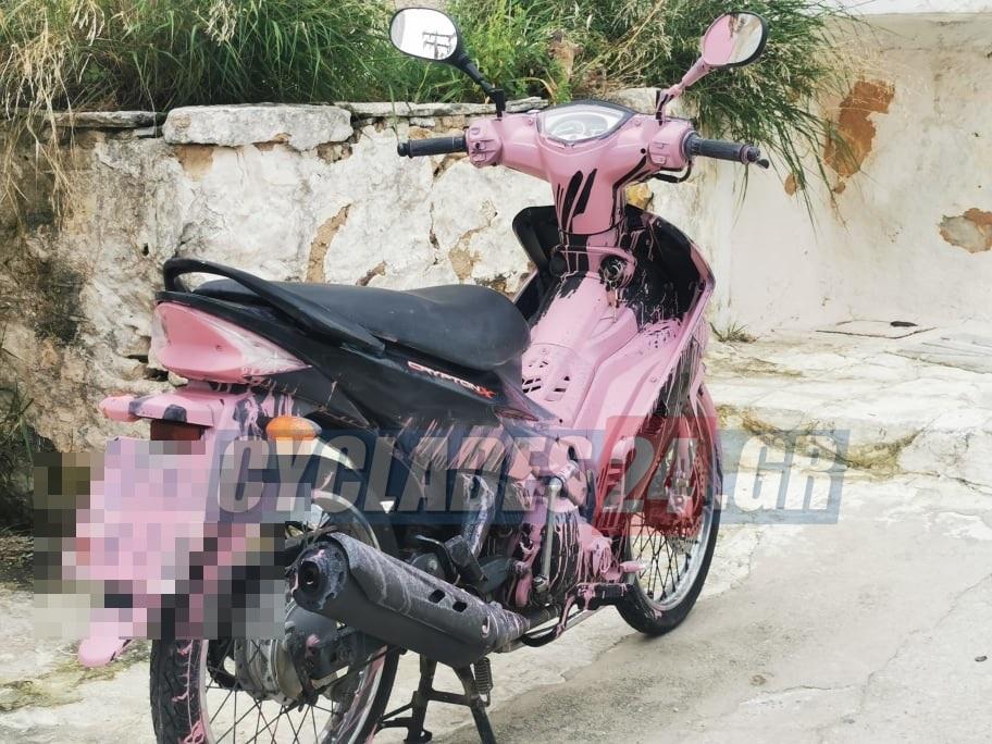 Σύρος: Του έβαψαν το αυτοκίνητο και το μηχανάκι του ροζ – Έξαλλος ο ιδιοκτήτης στην αστυνομία (pics)