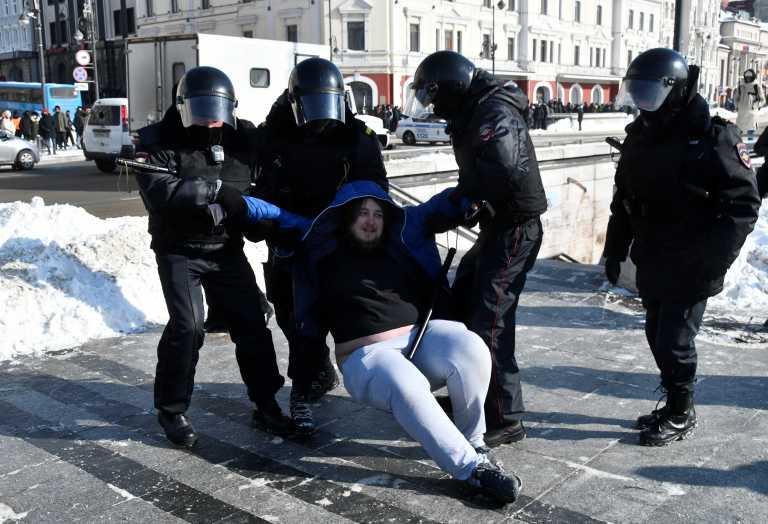 Ρωσία: Αυξάνει τα πρόστιμα για απείθεια κατά της αστυνομίας στις διαδηλώσεις