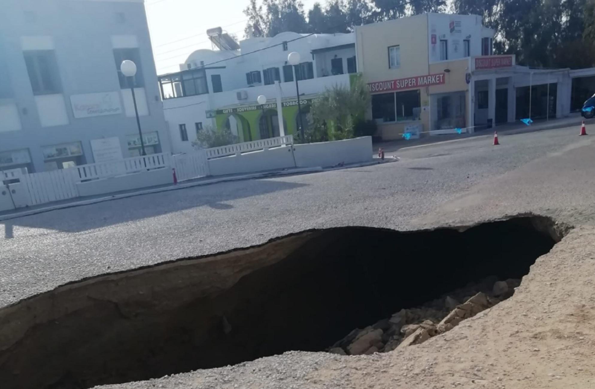 Σαντορίνη: Έφυγε η γη κάτω από τα πόδια τους – Απίθανες εικόνες σε δρόμο στο Καμάρι (video)