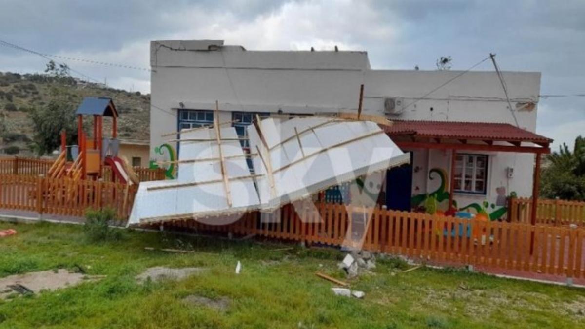 Καιρός – Κάσος: Θυελλώδεις άνεμοι ξήλωσαν τη σκεπή του νηπιαγωγείου (pics)