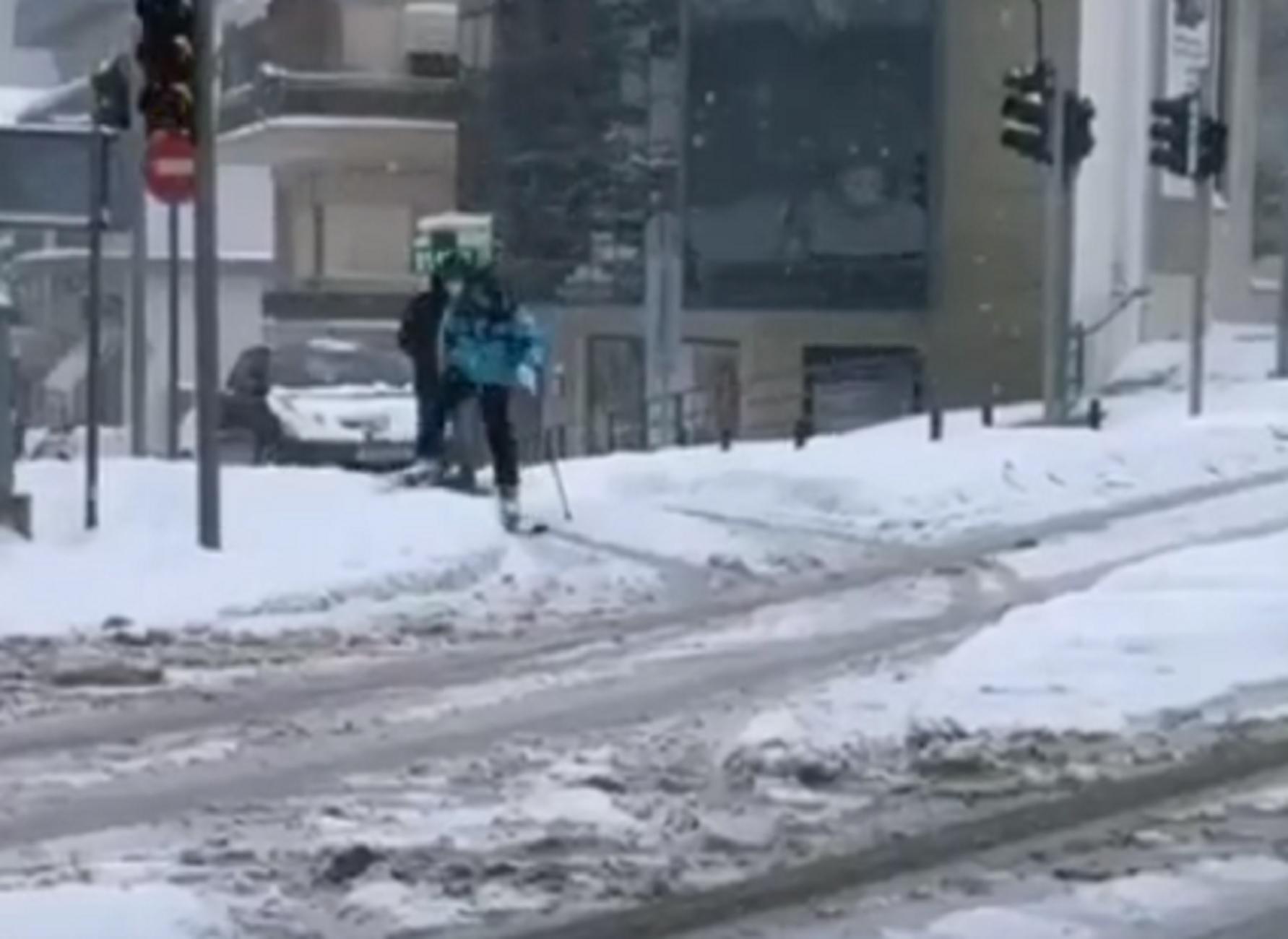 Καιρός – Κοζάνη: Εκεί που ο υδράργυρος έδειξε – 20 βαθμούς Κελσίου – Έκανε σκι στη μέση του δρόμου (video)