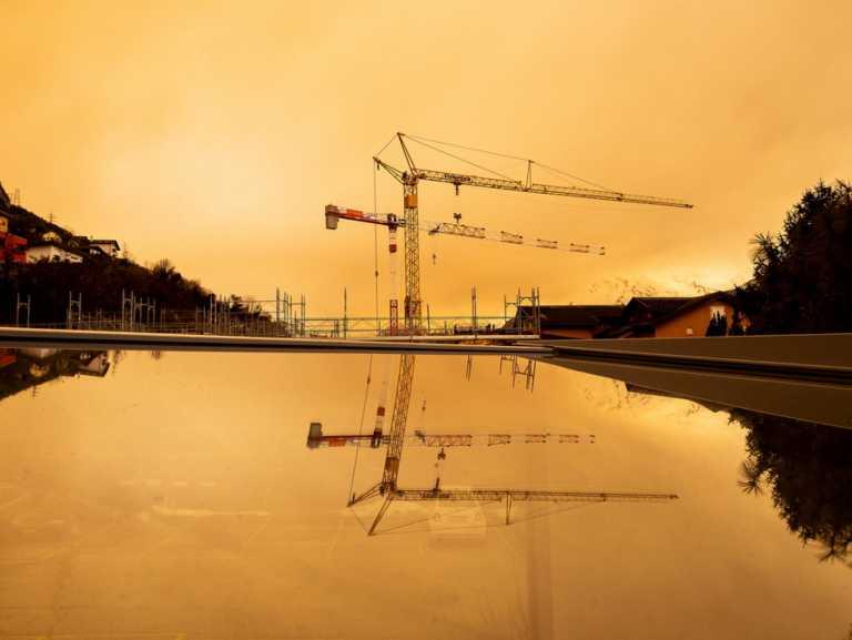 Σύννεφο σκόνης από τη Σαχάρα καλύπτει την Ευρώπη – Ασφυκτική η ατμόσφαιρα