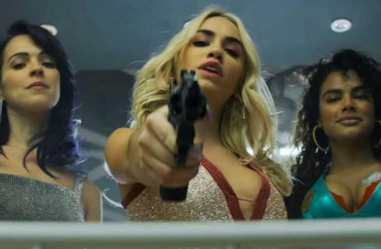 """Netflix: 32 σειρές, ταινίες και ντοκιμαντέρ για να """"λιώσετε"""" τον Μάρτιο"""