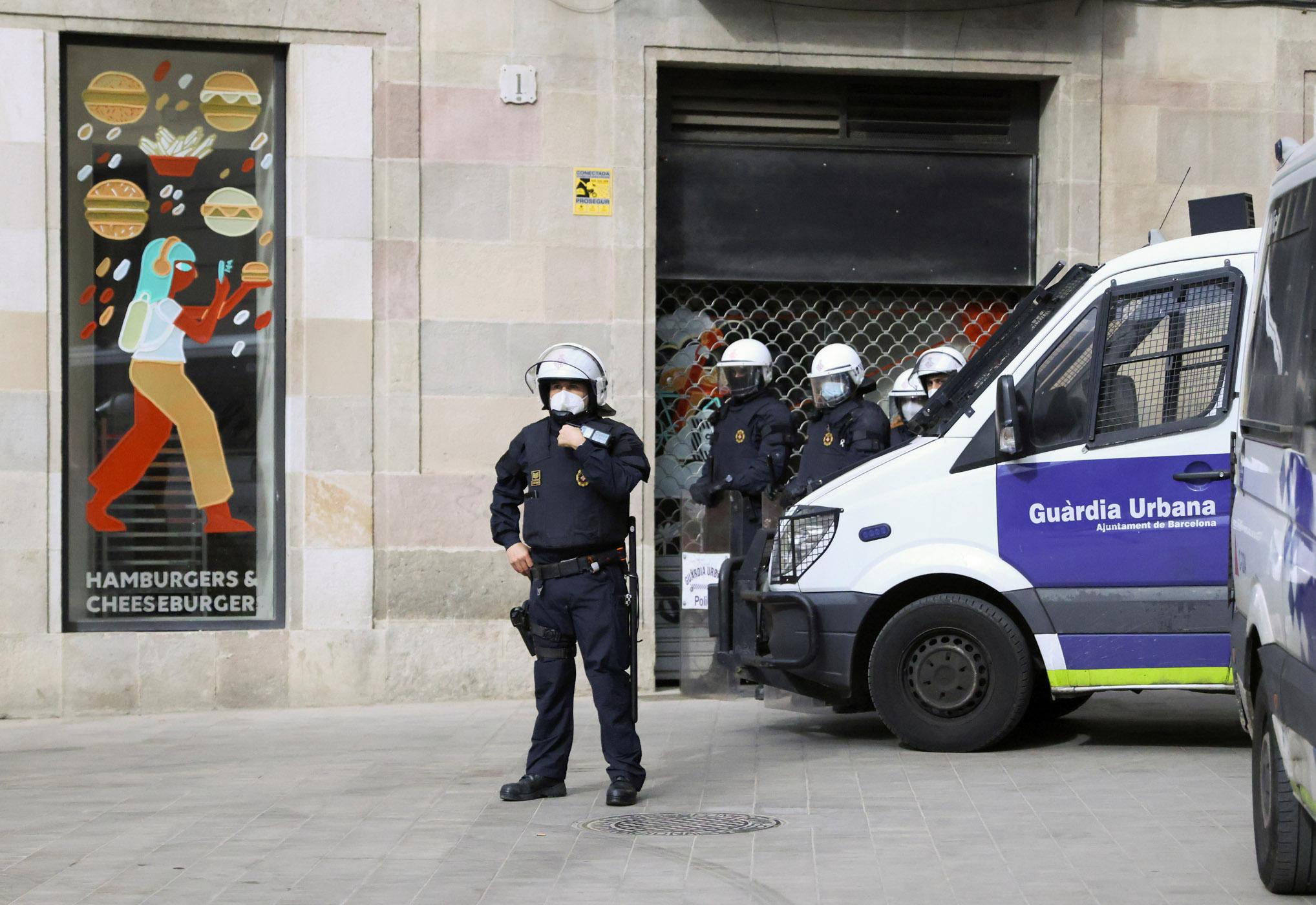 Ισπανία: Πήγαν να διαλύσουν κορονοπάρτι και βρήκαν 4 εκατομμύρια μάσκες