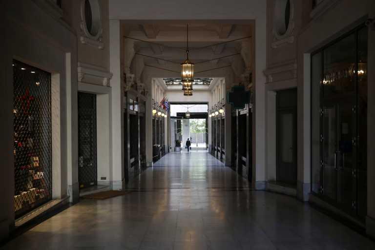 Lockdown: Η δύσκολη «εξίσωση» της Αττικής καθυστερεί το άνοιγμα στο λιανεμπόριο