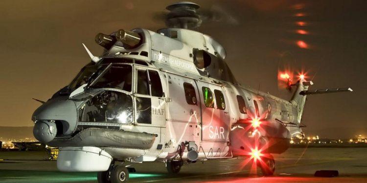 Καρέ-καρέ η νυχτερινή επιχείρηση Super Puma της ΠΑ για την διακομιδή ασθενούς από πλοίο [vid]