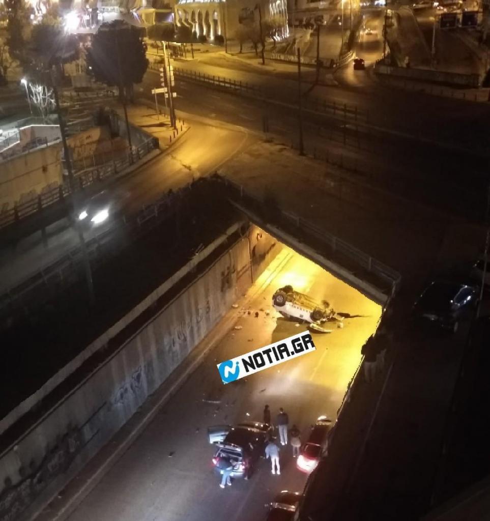 Απίστευτο τροχαίο στη Συγγρού: Έπεσε από τη γέφυρα της Καλλιρόης και βγήκε χωρίς γρατζουνιά!