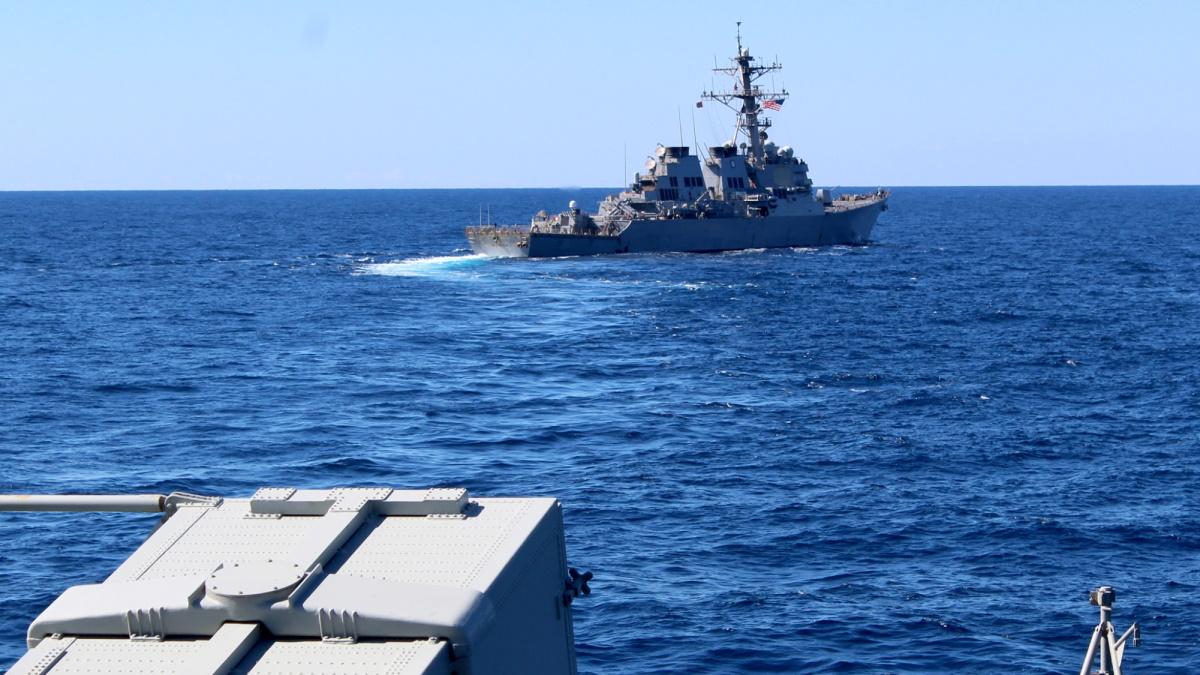 Συνεκπαίδευση μονάδων Ναυτικού και Αεροπορίας με πλοίο του Αμερικανικού ΠΝ νοτίως της Κρήτης [pics, vid]