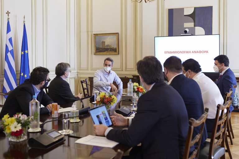 Έκτακτη συνεδρίαση της επιτροπής των ειδικών ζήτησε ο Μητσοτάκης - Ανακοινώνονται νέα μέτρα εντός της ημέρας