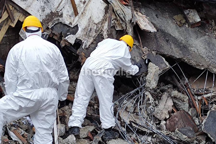 Καστοριά: Μέσα στα συντρίμμια του ξενοδοχείου που ισοπεδώθηκε από την τρομερή έκρηξη (video)