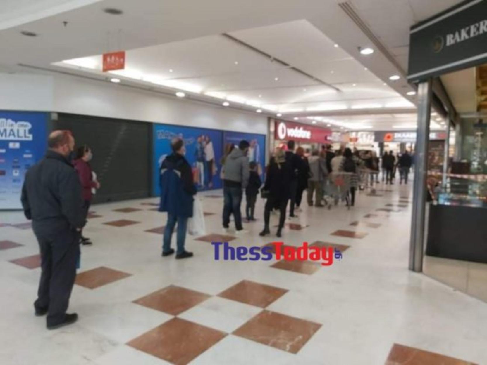 Θεσσαλονίκη: Σπεύδουν να προλάβουν! Τεράστιες ουρές στα σουπερ μάρκετ (pics)