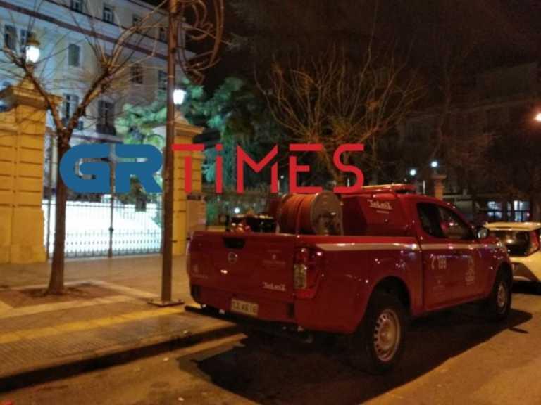 Θεσσαλονίκη: Μολότοφ στο υπ. Μακεδονίας Θράκης (pics, video)