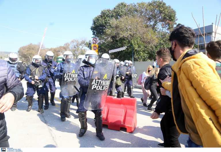Θεσσαλονίκη: Στον εισαγγελέα οι 31 συλληφθέντες για τα επεισόδια στο ΑΠΘ – Συγκέντρωση, πορεία και νέα κατάληψη