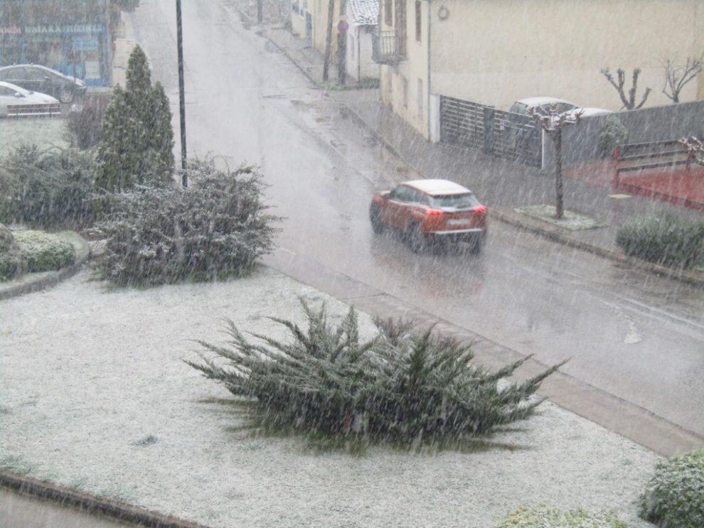 Καιρός – Τρίκαλα: Χιονίζει από το μεσημέρι και μέσα στην πόλη – Η κακοκαιρία σε πλήρη εξέλιξη