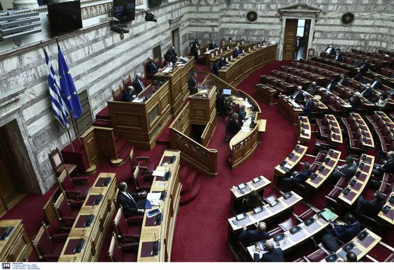 Βουλή: Αντιπαράθεση Μητσοτάκη – Τσίπρα μέρος δεύτερον