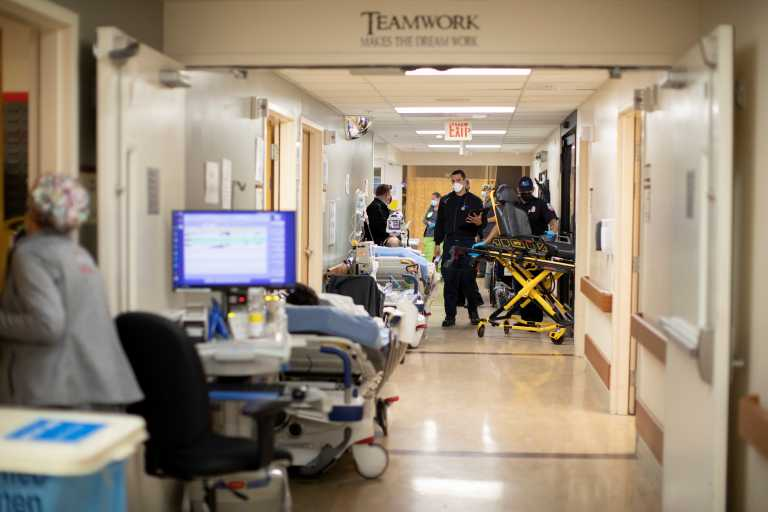 ΗΠΑ: Κάτω από 1.000 ημερήσιοι θάνατοι από κορονοϊό για πρώτη φορά από τον Νοέμβριο