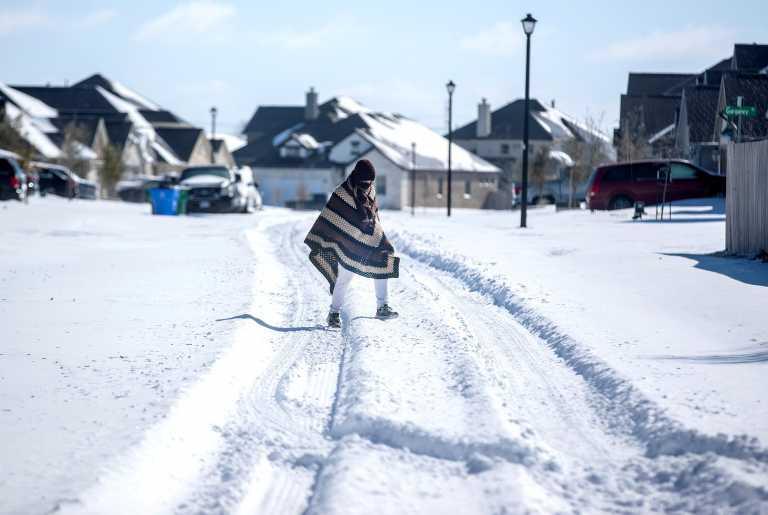 ΗΠΑ: 30 νεκροί από τον χιονιά – Ρεκόρ χαμηλών θερμοκρασιών στο Τέξας, εκατομμύρια χωρίς ρεύμα