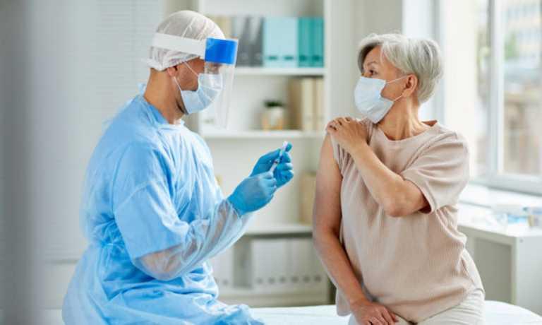 Εμβολιασμοί Covid: Άρχισε η αποστολή sms για τα ραντεβού των 60 – 64 ετών