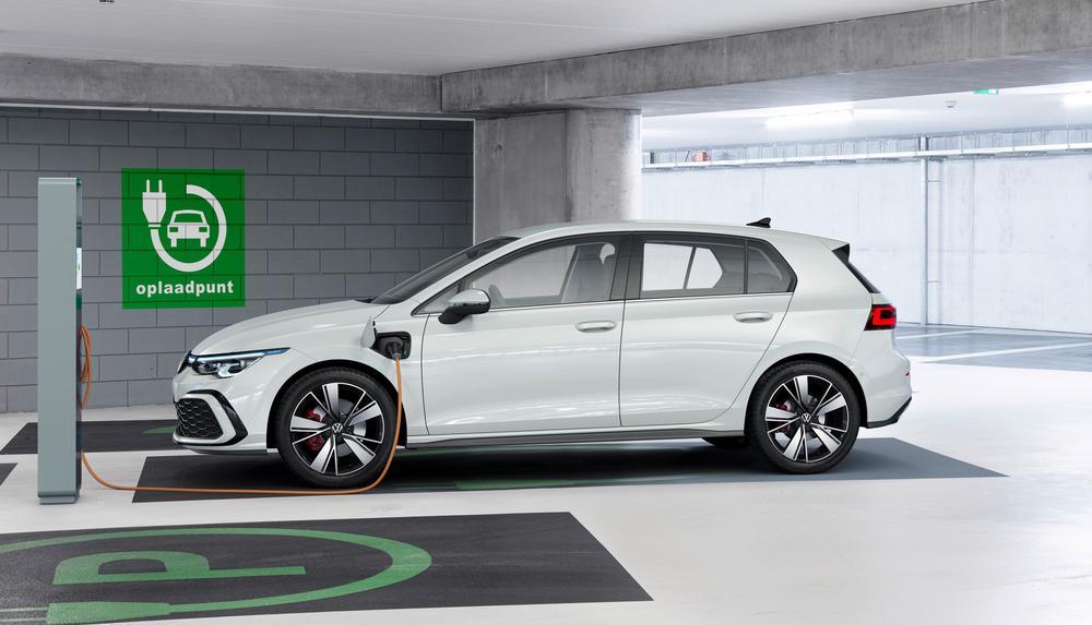 Η Volkswagen δεν έχει αρκετές μπαταρίες για τα υβριδικά Golf!