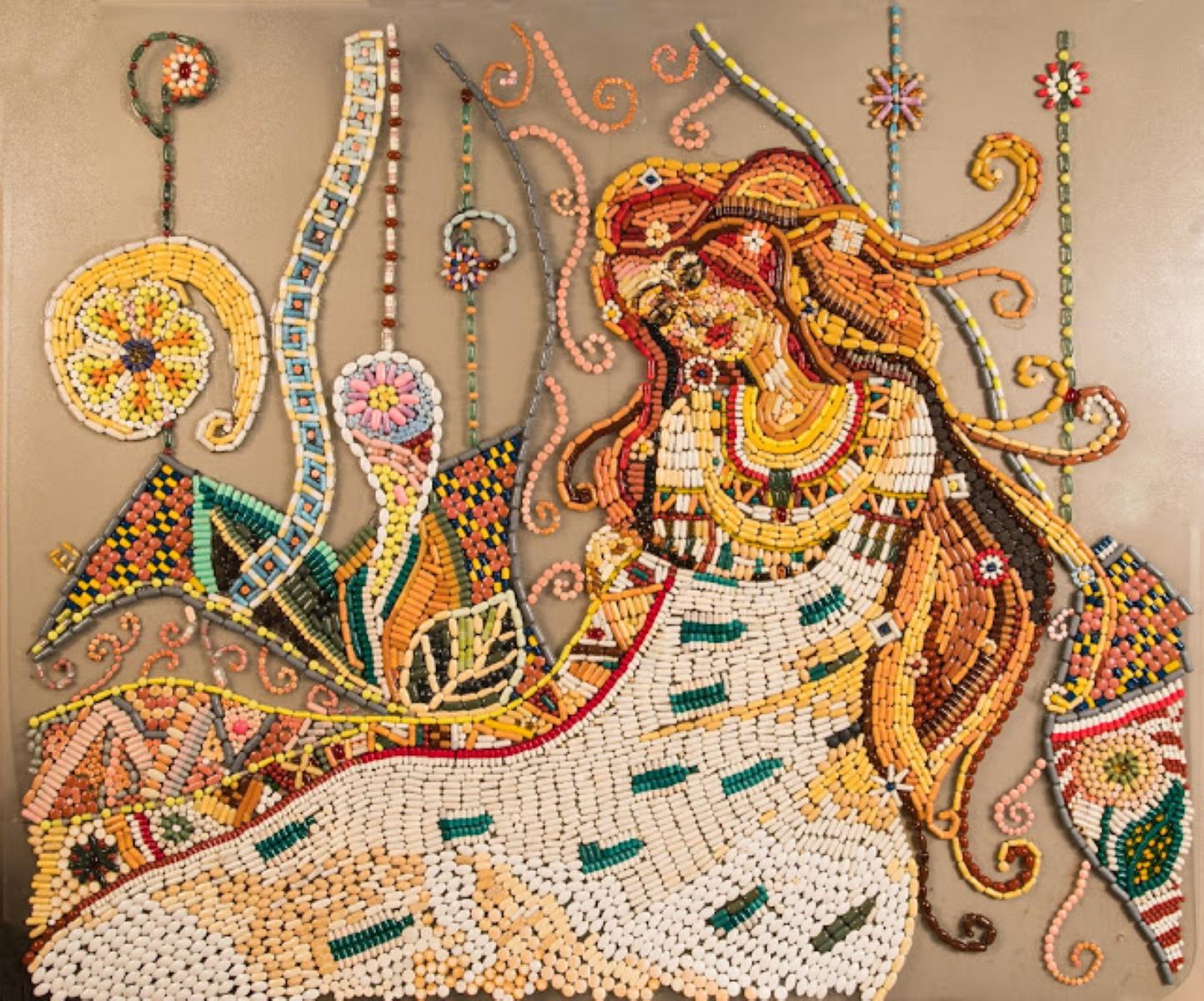 Κρήτη: Γιατρός φτιάχνει έργα τέχνης από ληγμένα χάπια (pics)