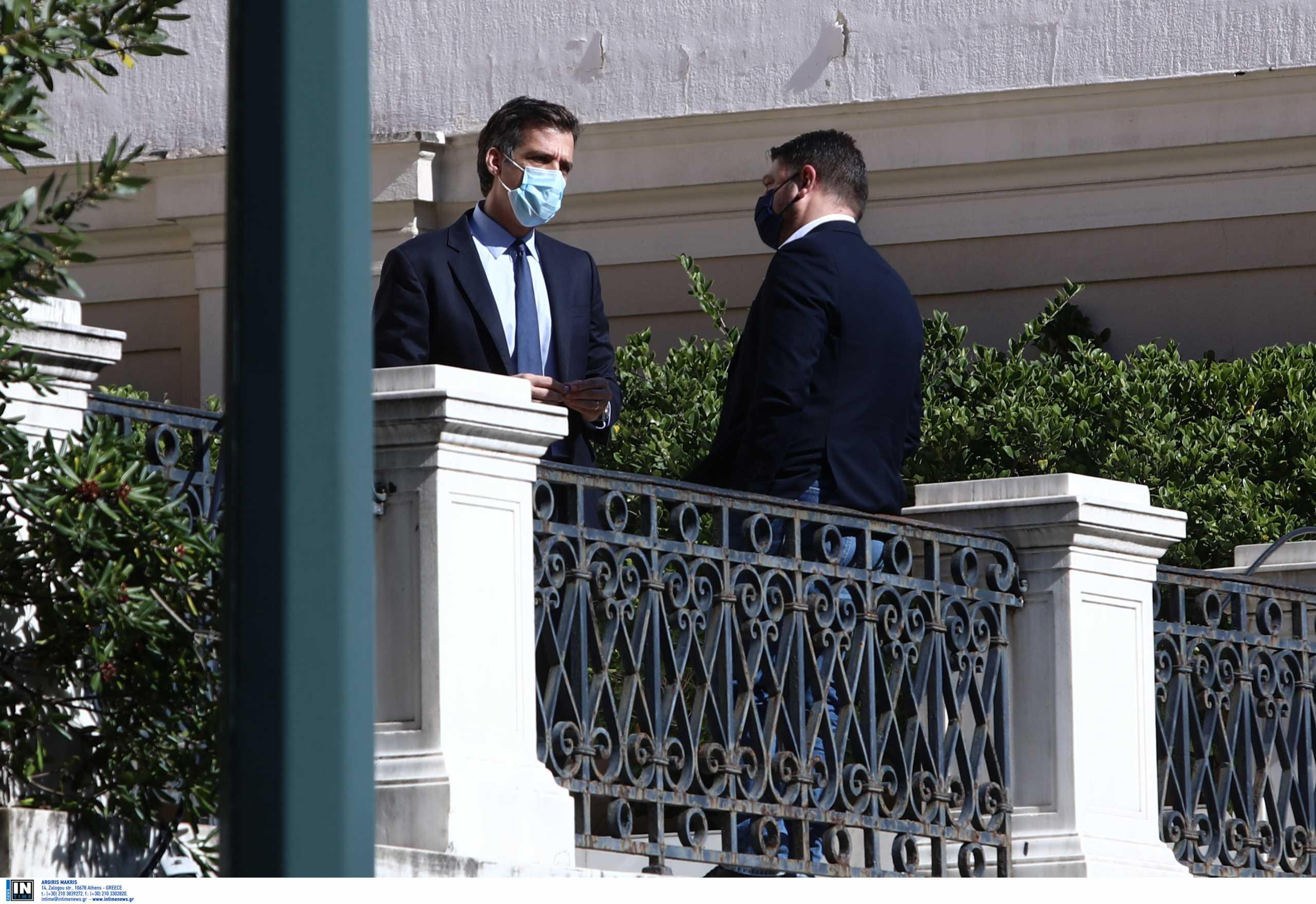 Ο ΣΥΡΙΖΑ ζητά την παραίτηση Αρκουμανέα για το κορονοπάρτι στον ΕΟΔΥ την Τσικνοπέμπτη