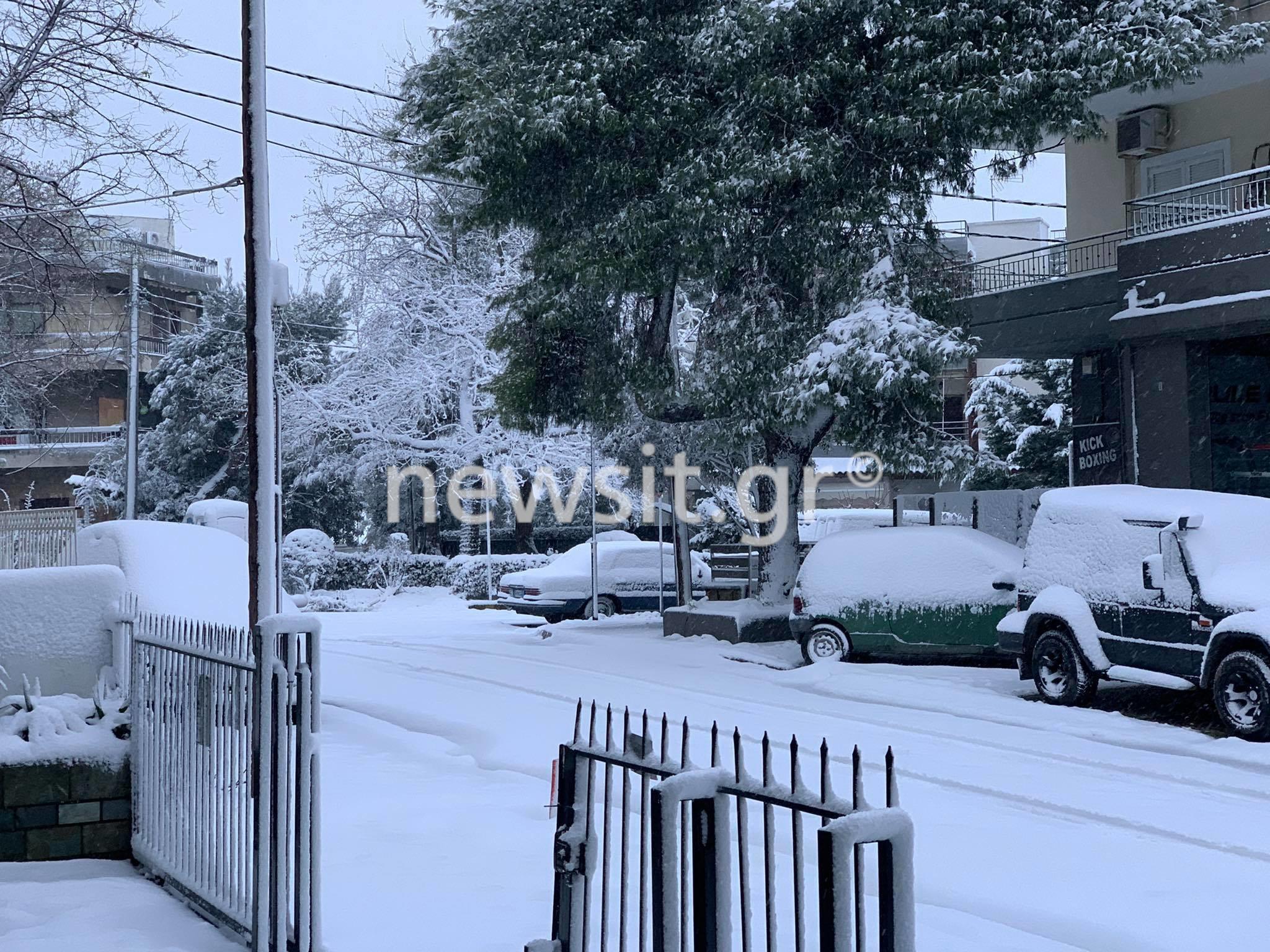Καιρός: Χιόνια στην Αθήνα! Έκλεισε και η Εθνική Οδός (pics)